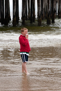 Christopher checking out the action in Pismo Beach (01 Aug 2009) (Image taken with Canon EOS 20D at ISO 400, f14.0, 1/640 sec and 70mm)