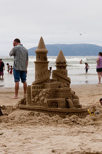 A beautiful sand castle in Pismo Beach (01 Aug 2009) (Image taken with Canon EOS 20D at ISO 400, f16.0, 1/800 sec and 70mm)