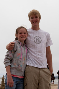 Sydney and Grady in Pismo Beach (01 Aug 2009) (Image taken with Canon EOS 20D at ISO 400, f16.0, 1/800 sec and 33mm)