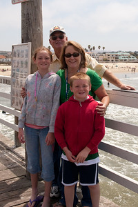 Sydney and Christopher with Aunt Betsy and Uncle Frank on the pier in Pismo Beach (01 Aug 2009) (Image taken with Canon EOS 20D at ISO 400, f14.0, 1/500 sec and 25mm)