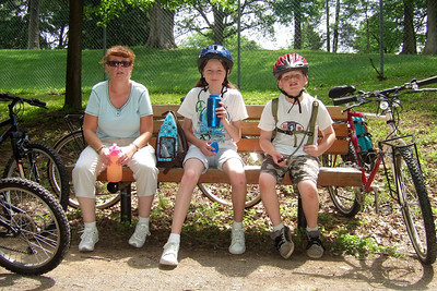 Pat, Kathy, Sydney and Christopher enjoyed a bicycle ride on the Capital Crescent Trail from Fletcher's Boat House to Bethesda and back (10-miles round trip). Fortunately, we finished the ride before the rain in the afternoon. (Image taken with FinePix F10 at ISO 200, f4.0, 1/350 sec and 8mm)