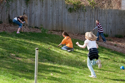 The kids had a practice Easter egg hunt with their friends (31 Mar 2009) (Image taken with Canon EOS 20D at ISO 400, f8.0, 1/250 sec and 53mm)