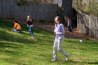 The kids had a practice Easter egg hunt with their friends (31 Mar 2009) (Image taken with Canon EOS 20D at ISO 400, f9.0, 1/250 sec and 40mm)