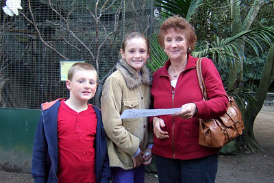Christopher, Sydney and Sue at the Nowra Wildlife Park (08 Jul 2009) (Image taken by Kathy T. Kane with FinePix F10 at ISO 400, f2.8, 1/110 sec and 8mm)