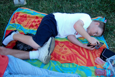 Christopher and his Nintendo DS on the National Mall. (Image taken by Sydney J. Kane on 19 Sep 2009 with FinePix F10 at ISO 200, f2.8, 1/350 sec and 8mm)