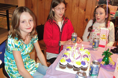 Sydney's 11th Birthday (09 Jan 2009) (Image taken with FinePix F10 at ISO 800, f2.8, 1/100 sec and 8mm)