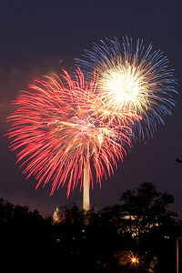 4th of July fireworks as viewed from the Marine Corps War Memorial in Arlington (Image taken by Patrick R. Kane on 04 Jul 2010 with Canon EOS 20D at ISO 200, f11.0, 1/7 sec and 85mm)