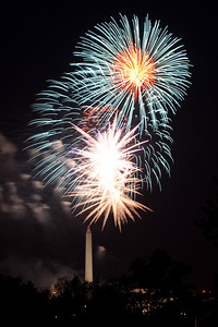 4th of July fireworks as viewed from the Marine Corps War Memorial in Arlington (Image taken by Patrick R. Kane on 04 Jul 2010 with Canon EOS 20D at ISO 200, f11.0, 1/1 sec and 85mm)