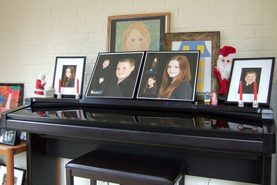 Pictures in the sunroom on Christmas 2010 (25 Dec 2010) (Image taken by Kathy T. Kane on 25 Dec 2010 with FinePix F10 at ISO 800, f2.8, 1/45 sec and 8mm)