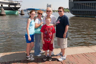 Sydney, Kathy and Christopher Kane having a great time with Aunt Gale and Uncle Ivan in Baltimore's Inner Harbor (Image taken by Patrick R. Kane on 29 Aug 2010 with Canon EOS 20D at ISO 200, f11.0, 1/250 sec and 17mm)