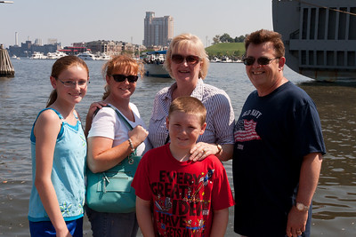 Sydney, Kathy and Christopher Kane having a great time with Aunt Gale and Uncle Ivan in Baltimore's Inner Harbor (Image taken by Patrick R. Kane on 29 Aug 2010 with Canon EOS 20D at ISO 200, f11.0, 1/320 sec and 30mm)