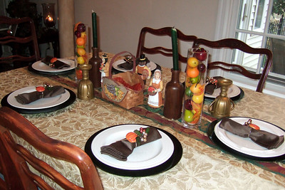 Getting ready for Thanksgiving dinner(Image taken by Kathy T. Kane on 25 Nov 2010 with FinePix F10 at ISO 800, f2.8, 1/100 sec and 8mm)