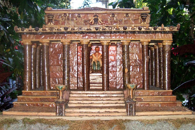 Model of Lincoln Memorial created from natural materials. On display at the U.S. Botanic Garden. (Image taken by Sydney J. Kane on 28 Nov 2010 with FinePix F10 at ISO 800, f2.8, 1/100 sec and 8mm)