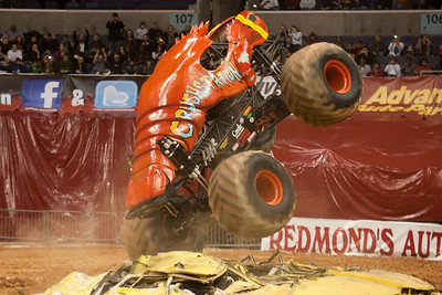 Crushstation. Monster Jam at the Verizon Center (Image taken by Patrick R. Kane on 29 Jan 2011 with Canon EOS-1D Mark III at ISO 800, f2.8, 1/250 sec and 130mm)