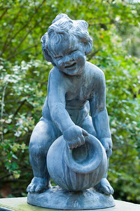 A sculpture at an entrance to the rose garden at Hillwood Estate, Museum & Gardens (Image taken by Patrick R. Kane on 29 Sep 2012 with Canon EOS-1D Mark III at ISO 100, f8.0, 1/8 sec and 70mm)