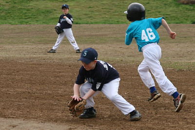 Mariners vs. Marlins, 2008 Arlington Little League Baseball, Minors Division (Image taken with Canon EOS 20D at ISO 400, f4.5, 1/500 sec and 70mm)