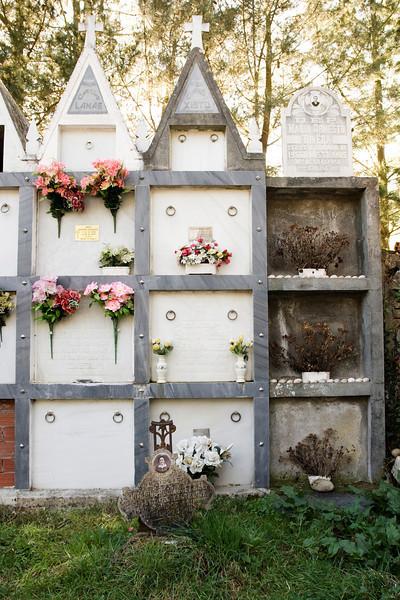 Tumbas en el Cementerio de Santa María del Pinel