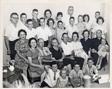 Pritchett Family Reunion at Marvin/Lora Perry's in 1962.