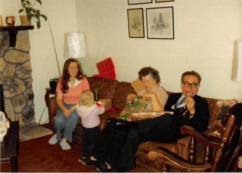 December 1980<br /> 1104 W. 680 S. Orem, UT<br /> Vickie, Teresa, mommy & daddy Richardson