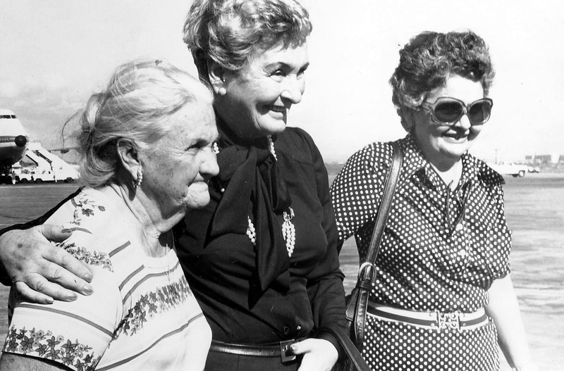 Abuela, Tia Bea y Maria