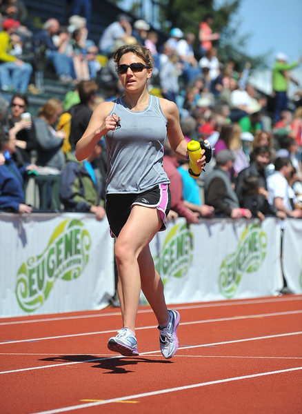 Elizabeth MacAskill rocks the Eugene Marathon