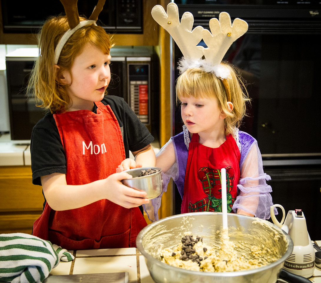 Sophie and Evie the cookie bakers