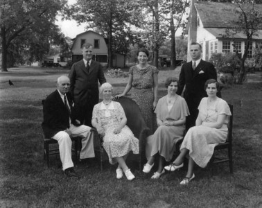 The entire Porter clan - although my Dad's mom, Ada - had already died prior to this photo: Front row: Great-Great Grandfather Porter, Great-Great Grandmother Minnie Porter; Erma Porter, Marie Porter Back row: Otho Porter, Joyce Porter and Ernie (??) Porter - not sure if that's the right name.