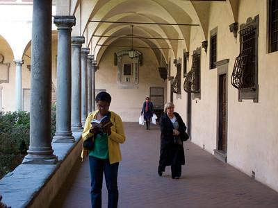 Firenze - San Lorenzo (courtyard)