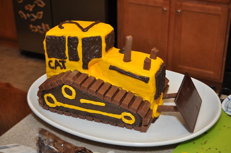 Construction birthday party: bulldozer cake