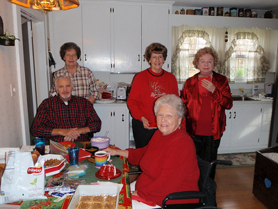Sarah, Troy, Mom, Jane, and Peggy in Kannapolis for family holiday lunch
