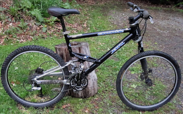 81db36a6bc3 Cannondale Jekyll 500 with lots of upgrades. It is in really good shape  since I