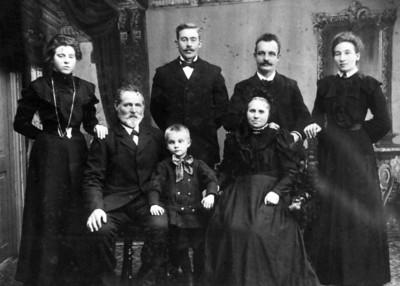 Grandpa Rasmussens-sister Marie Vorbach Hans Larson in front Kristian Larson AnnMarie Larson