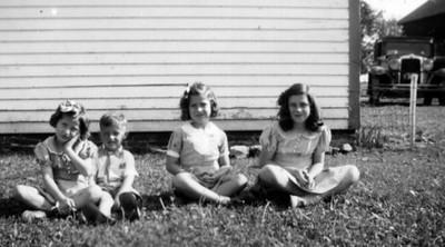 Siblings- 1941