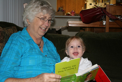 Reading with Grandma Woodmansee 2008-04-30 015