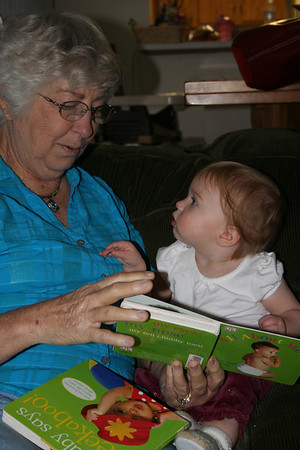 Reading with Grandma Woodmansee 2008-04-30 009