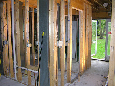 DSCN0138-09-28-04 front foyer