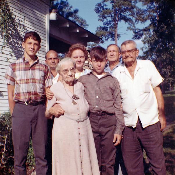 From left to right: Robert Earl Yarbrough, Bob Yarbrough, Pearl (Bert senior's sister), Lois (Wait) Yarbrough, Tommy Yarbrough, Bert (junior) Yarbrough, Bert (senior) Yarbrough
