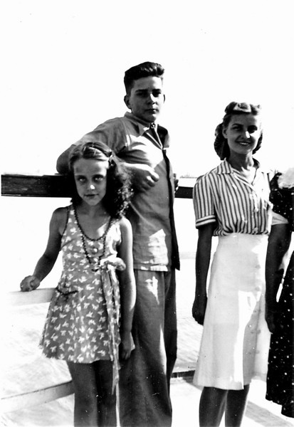 Robert (Bob) Yarbrough (middle) and Frances Heloise Yarbrough (right) (Keeton, Armstrong)