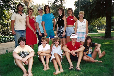 Vince, Cindy, Tom Jr., David, Michelle, Diana, Melissa, Chris, Claudia, Lorinda, Rick, & Dianna. 1988