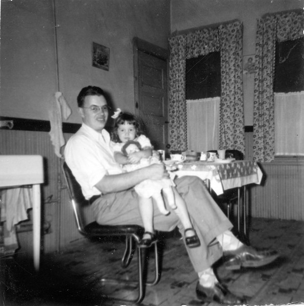 1949 September Ellis and Carol in Brighton kitchen Carol's birthday