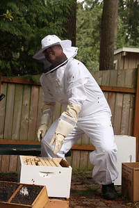 Does this bee suit make my butt look big?