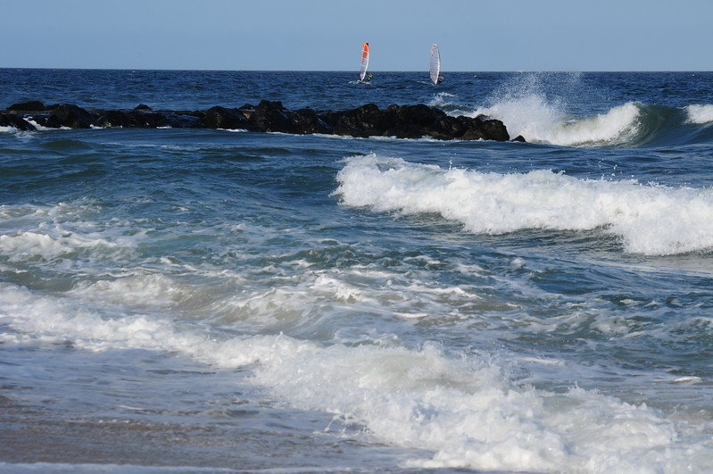 Jetty & parasailers