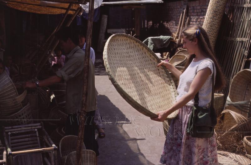 Anna Lisa buying a basket in Nanchong