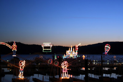 After desert we went outside to enjoy the Christmas lights that the Coeur d' Alene Resort puts up every year on their Boardwalk.