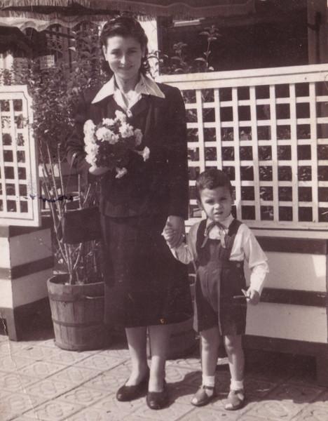 Rosario y su hijo Julio, buena cara en tiempos difíciles