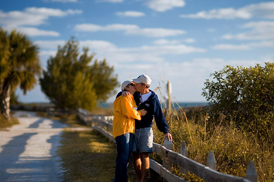 The paved path turns into a natural path that follows around the shoreline. Openings in the fence lead to platforms where people can go fishing or enjoy the view, or kiss :)