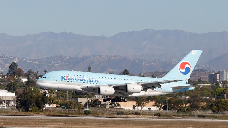 KE17 landing at LAX 18 Nov 2017. Boosaba is BACK!