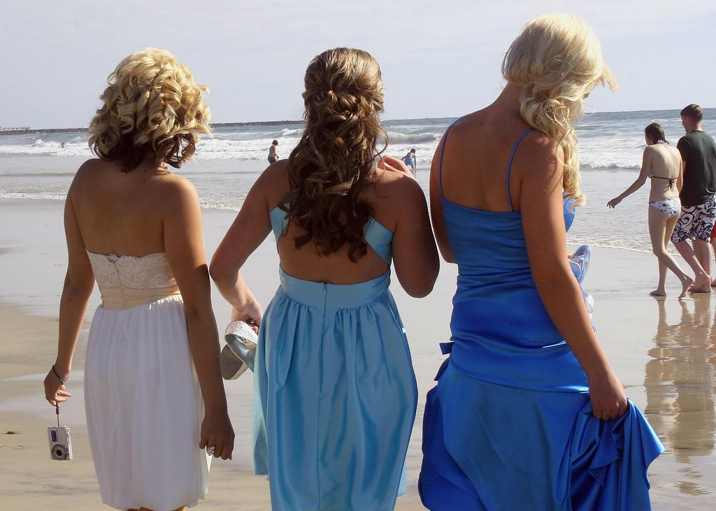 2008 Prom: Karin, Taylor and Sarah