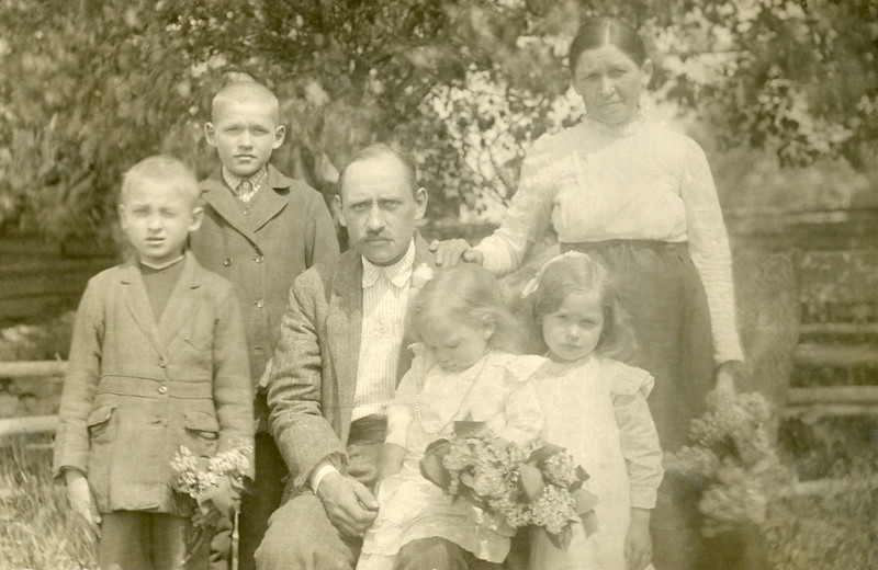 Joseph Shupshinskas Jr and his family.