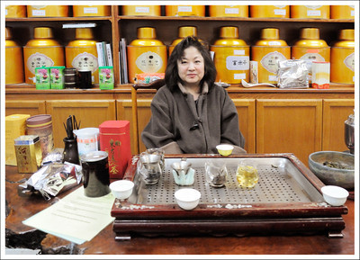 After lunch, Raymen took us to his favorite tea shop where we tasted many kinds of tea.